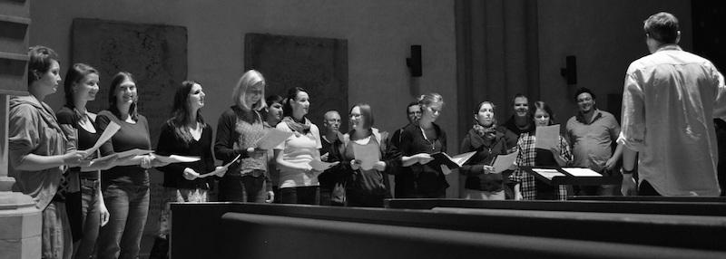 Der Chor beim Proben